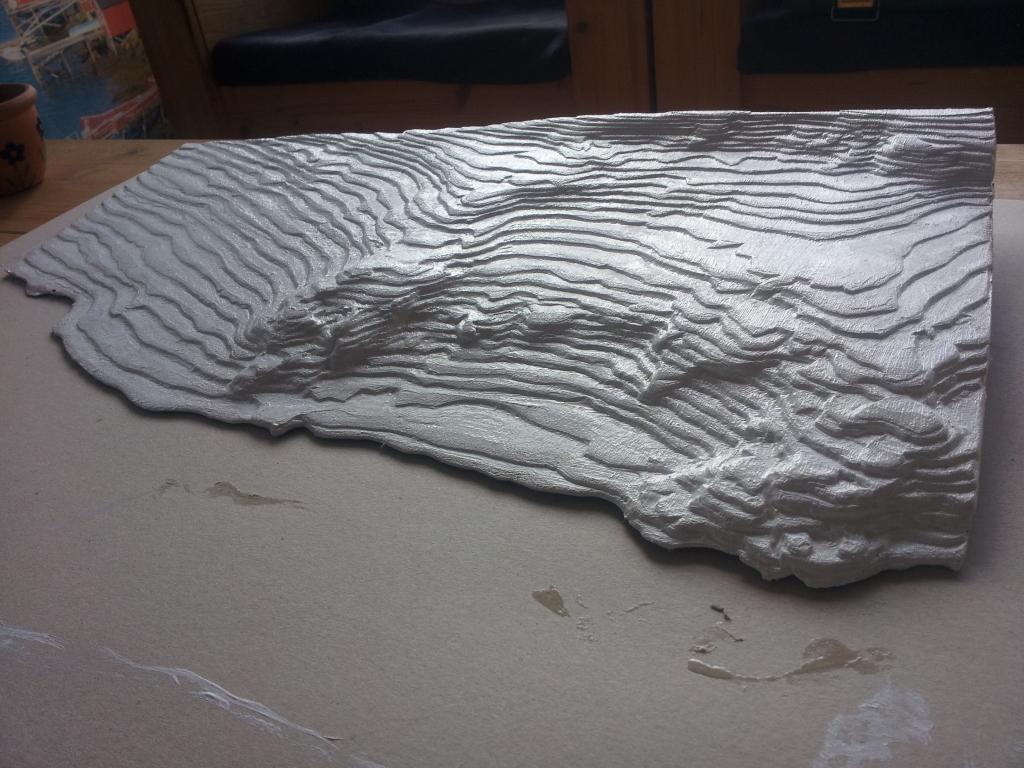 Höhenlinien-Modell aus Pappe - ungeschliffen