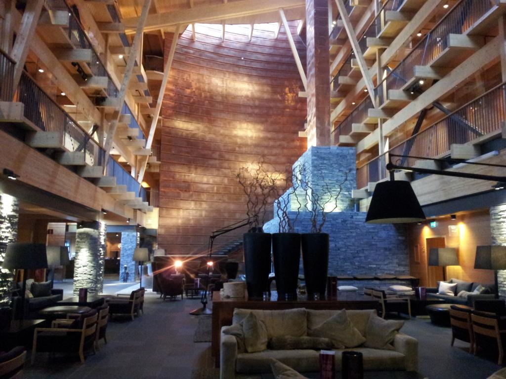 Unser Treffpunkt - die Hotellobby des Copperhill Mountain Hotel