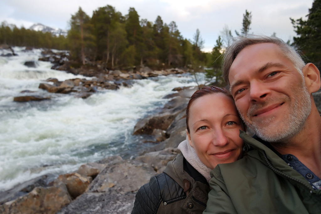 Kurzer Stopp an einem der unzähligen Gebirgsflüsse in Nord-Norwegen