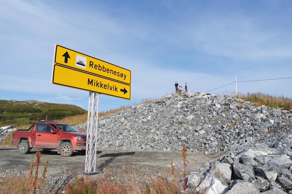 Katja, Alf und Simen auf dem Steinberg in Mikkelvik